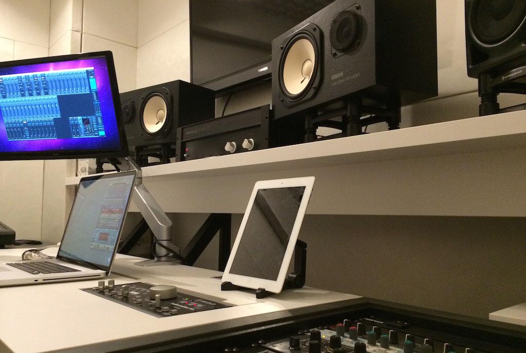 音楽制作オクターブミュージックオフィスのスタジオ風景