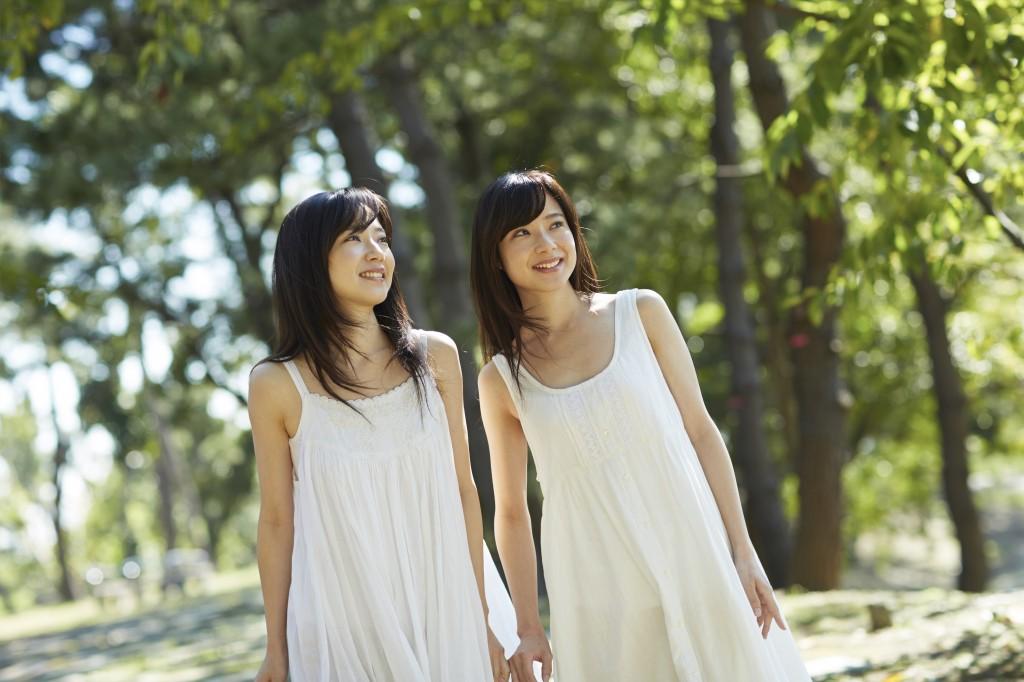 アイドル楽曲制作・アイドルソング作成のイメージ画像女性2人