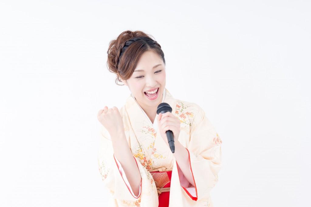 演歌制作依頼のイメージ写真の歌う女性